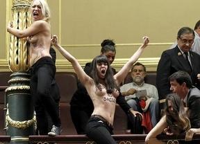 Femen en el Congreso: liberadas las dos activistas extranjeras que habían sido llevadas ante los Juzgados de Plaza de Castilla