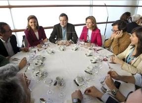 Rajoy almuerza con Cospedal, Quiroga, Oyarzábal y Llanos en el Congreso del PP vasco