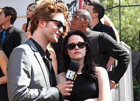 Lo último en terapia de pareja: ¡Ahora Kristen Stewart es vecina de Robert Pattinson!