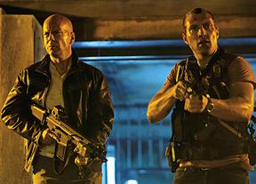Primer y frenético tráiler de la nueva película de 'La jungla de cristal': John McClane y su hijo, desatados