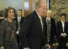 El Rey reaparece con muletas ante los nuevos miembros del Poder Judicial