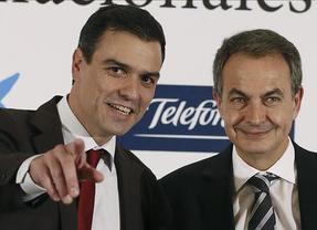 El saludo casi a la fuerza de Pedro Sánchez y Rodríguez Zapatero