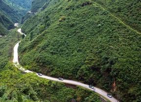 Los Range Rover híbridos avanzan a través de Nepal en la última etapa de su expedición por la famosa