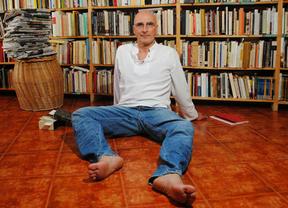El escritor Arturo Tendero en la Biblioteca Regional este jueves