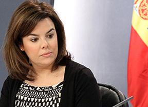 El PSOE saca el arma de los sobresueldos y la vicepresidenta responde tajante: