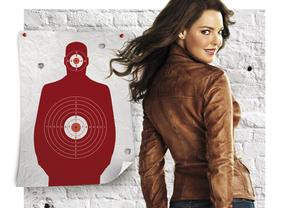 'La cazarrecompensas': Bridget Jones se mete en una de Van Damme