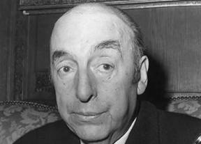 Exhuman los restos de Neruda para analizar si murió de cáncer o asesinado