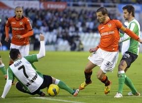 El Valencia vuelve a tropezar: sól o empata en Santander y saca al Racing del descenso