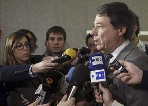 Ignacio González se aleja de la imputación: el fiscal no ve delito en el caso del ático de Marbella