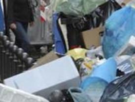 Berlusconi no 'sale' de la basura: paraliza el 'macrovertedero' de Nápoles
