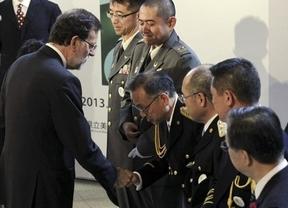 Rajoy, casi como Fraga en Palomares: se acercó a 65 km de la central de Fukushima