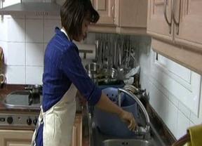 Más de 30.000 empleadas del hogar quedan fuera de la Seguridad Social y pasan a la economía sumergida
