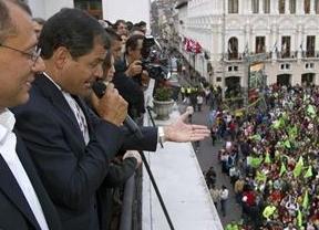 Correa y el 'eje populista' ganan en Ecuador: Chávez y Raúl Castro celebran la victoria