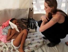 Angelina Jolie quiere adoptar a una niña de Haití