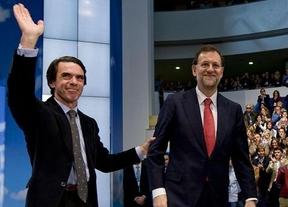 El PP, preocupado por la guerra Aznar contra Rajoy, desmiente la  'ruptura' entre pasado y presente del partido