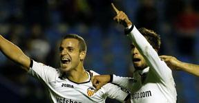 El pez grande se come al chico: el Valencia golea al Levante y acaricia la semifinal (4-1)