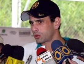 Capriles afirma que el gobierno impone leyes para tener más poder
