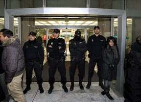 El juez impone la fuerza: o los trabajadores de RTVV abandonan las instalaciones o lo hará la Policía por las malas