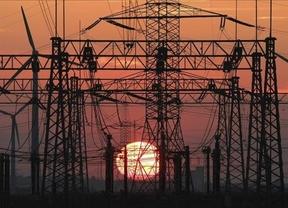 Las eléctricas devolverán 25 euros de media a los usuarios por el ajuste de tarifa