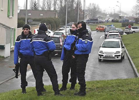 Vuelve la tensión a Francia: agentes de policía de Marsella, atacados por encapuchados