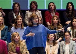 Sáenz de Santamaría critica el adelanto electoral andaluz y reprocha a Díaz que su gobierno