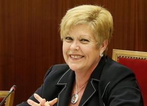 Milagrosa Martínez se sienta en el banquillo como alcaldesa del PP al rechazar el grupo municipal su expulsión