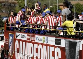 El Atlético inicia su paseo triunfal por las calles de Madrid hasta llegar a Neptuno
