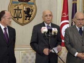 Huye presidente de Túnez tras masivas protestas en su contra