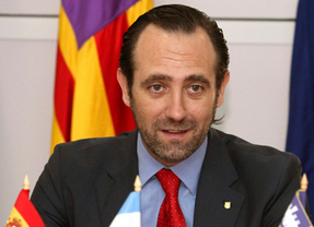 El presidente del Gobierno balear, José Ramón Bauzá, presenta en Mallorca el libro emprendedor con 200 historias de éxito