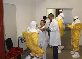 El Colegio de Enfermeros denuncia que la gestión del ébola vulneró varias leyes