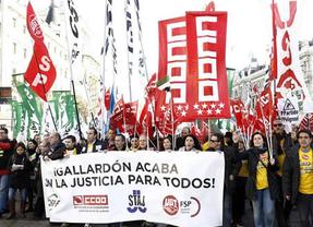 Los sindicatos se echan a la calle contra el 'tasazo' y piden la dimisión de Gallardón