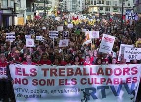 Miles de personas protestan contra el cierre de la Radio Televisión Valenciana
