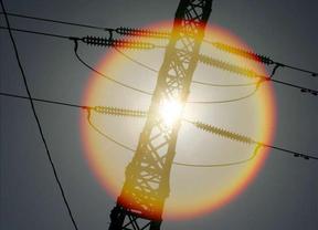 La luz subirá un 1,2% en julio si el Gobierno mantiene los peajes