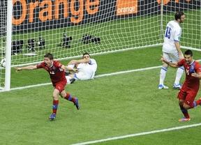 República Checa se impone 2-1 ante una combativa Grecia y todavía opta a cuartos