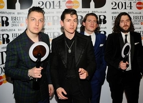 Mezcolanza de estilos en los Premios Brit Awards: Arctic Monkeys, David Bowie y One Direction