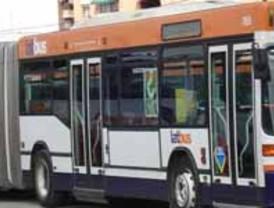 La flota regional de autobuses incorpora 12 nuevos vehículos que reducen un 42% las emisiones contaminantes