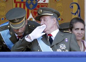 La Infanta Elena sigue el desfile pero no desde la tribuna con la Familia Real