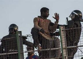 El Gobierno responde a las acusaciones de 'devoluciones ilegales' de inmigrantes reforzando las vallas de Ceuta y Melilla