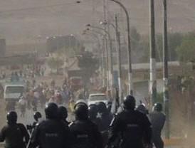 Opositores a proyecto minero Tía María se enfrentan por tercer día consecutivo a la Policía