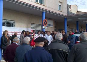 Vecinos y profesionales se concentran contra el cierre del consultorio médico en Villagarcía del Llano