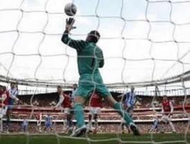 Almunia podría jugar contra el Barca en octavos de 'Champions'
