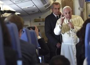 El Papa revolucionario vuelve a sorprender: invita a no tener hijos 'como conejos'... ¿terminará aconsejando los anticonceptivos?