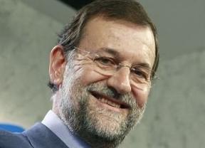 Rajoy, con sudores y mirando el reloj: así fue su rueda de prensa