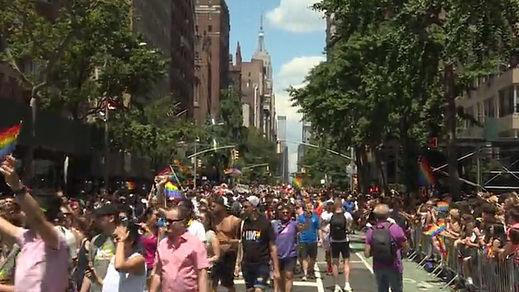 Marcha masiva en Nueva York para celebrar el Orgullo Gay