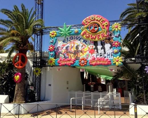 Un año más la flower power de Ibiza