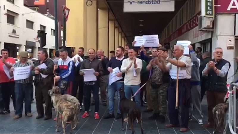 Pacma denuncia que grupos de cazadores intentaron boicotear su recogida de avales