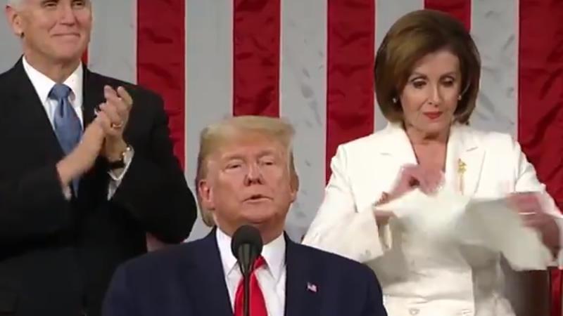 El show del discurso de la unión: Nancy Pelosi rompe ante las cámaras los papeles de Trump