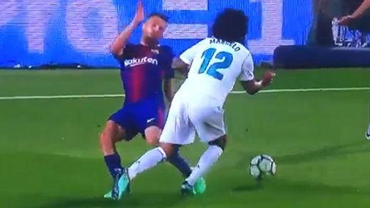 Messi y el árbitro impiden al Madrid ganar un Clásico muy caliente (2-2): todas las jugadas clave en vídeo