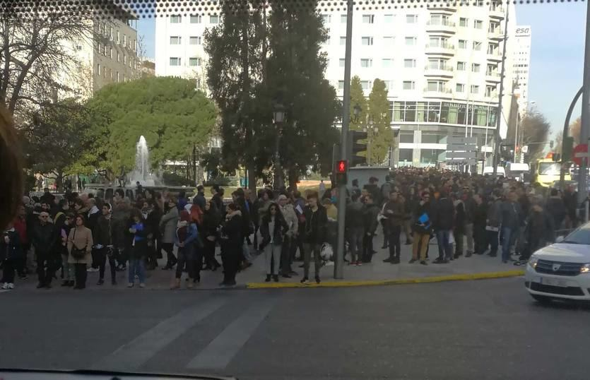 Cientos de candidatos para un empleo en un hotel de Plaza de España