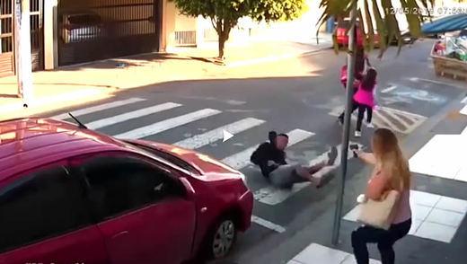 Vídeo de impacto: una policía mata a un ladrón en plena calle ante varios testigos